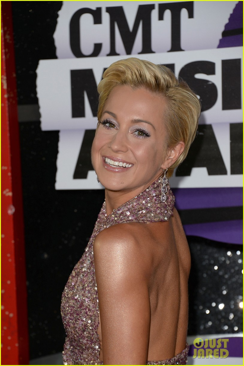 kellie pickler jana kramer cmt music awards 2013 red carpet 112885095