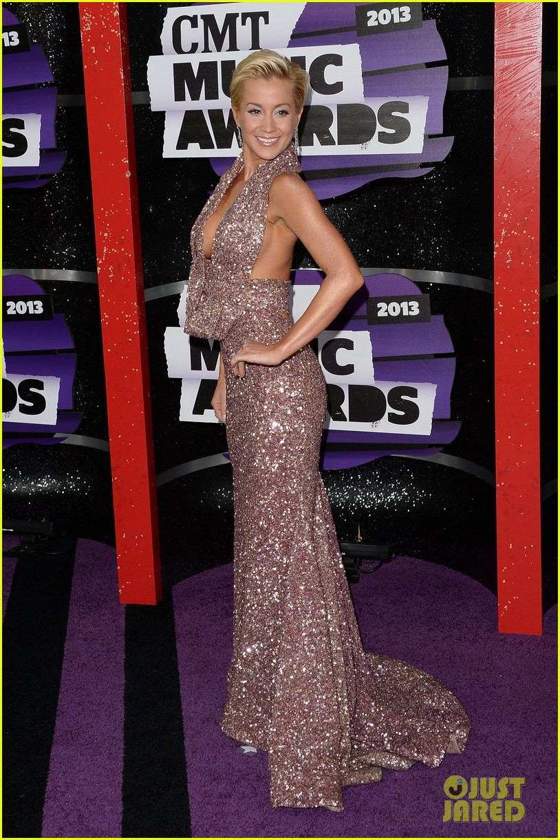kellie pickler jana kramer cmt music awards 2013 red carpet 132885097