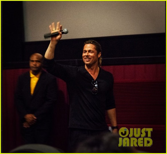 brad pitt surprises fans at world war z atlanta screening 03