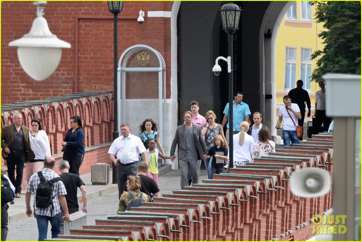 brad pitt kremlin visit with shiloh zahara 032895831
