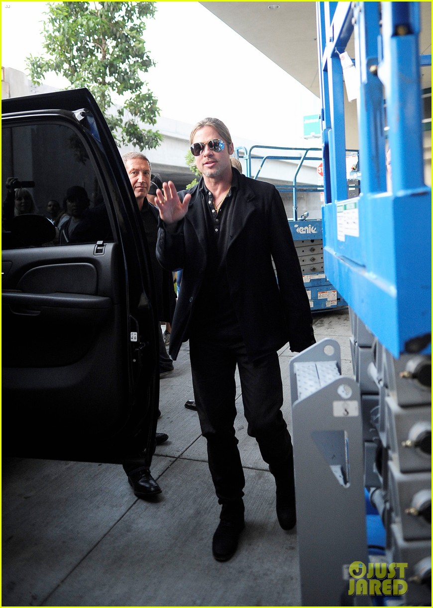 brad pitt continues world war z surprises in los angeles 102886731