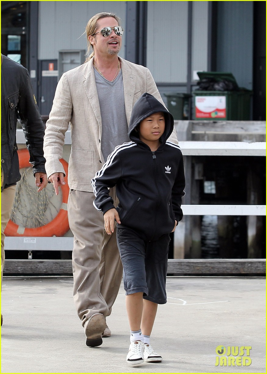 Brad Pitt Sydney Boat Trip With Pax Photo 2888189