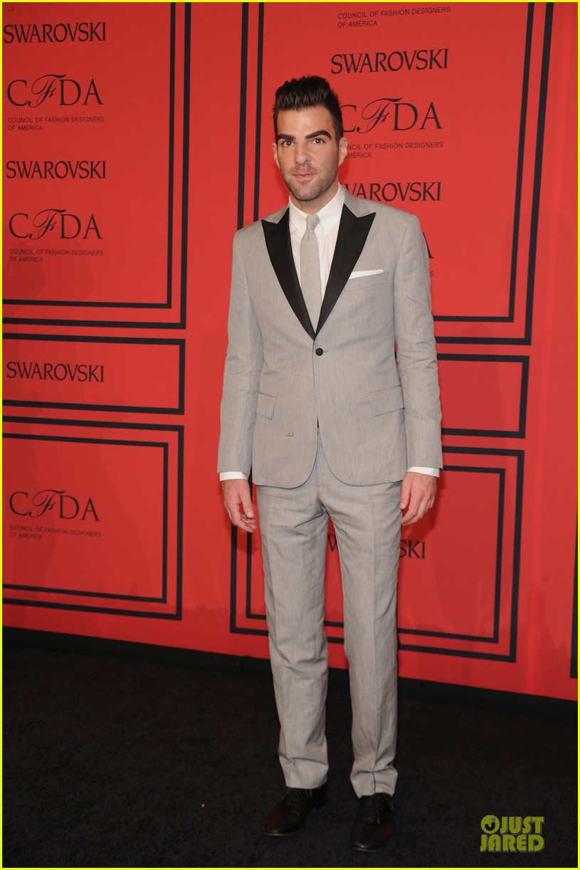 zachary quinto ethan hawke cfda fashion awards 2013 red carpet 032883793