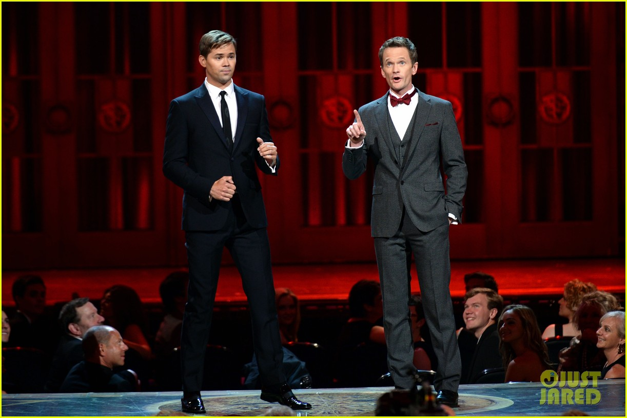 andrew rannells neil patrick harris tonys performance video 07