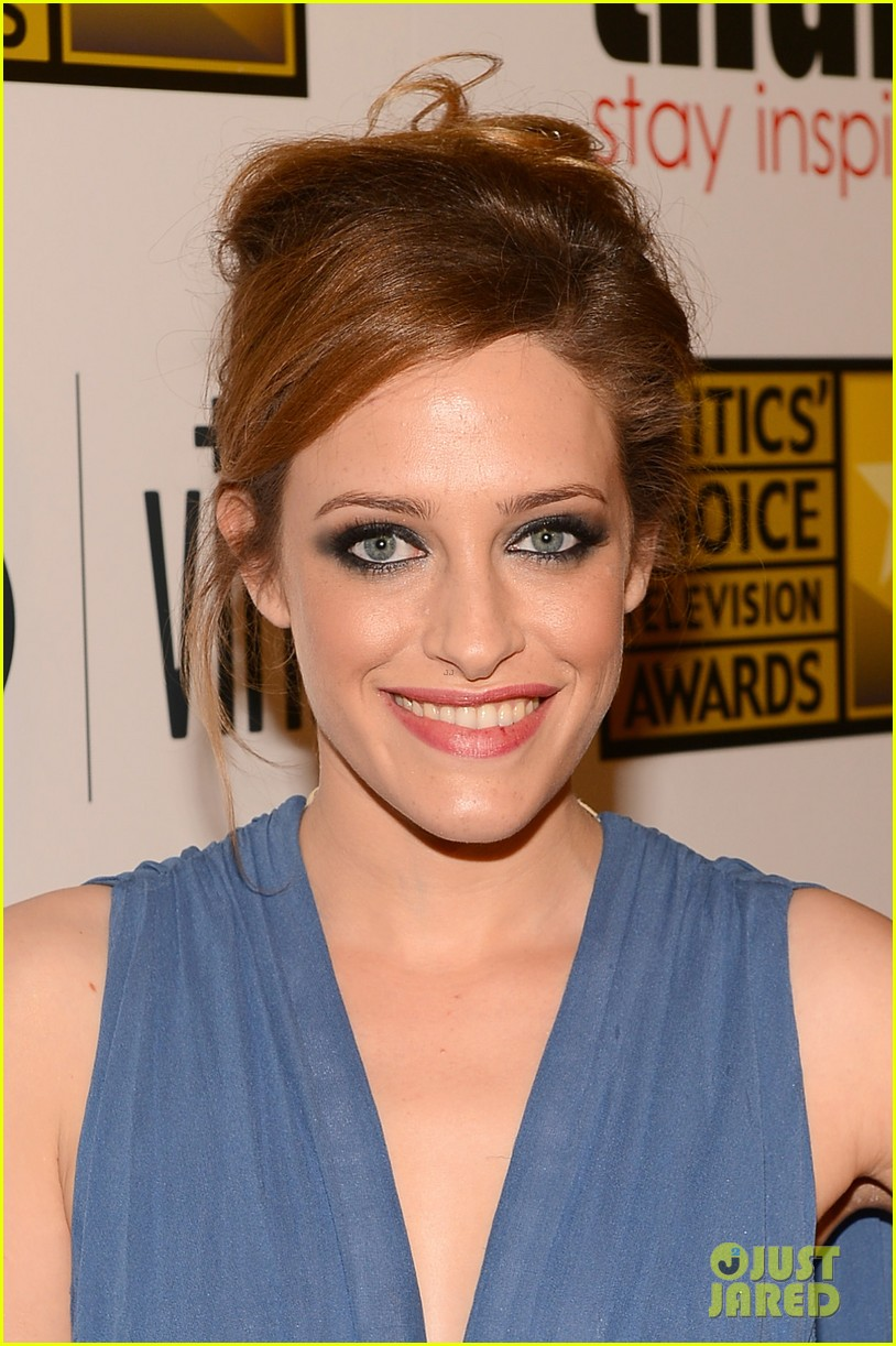 melissa rauch carly chaikin critics choice tv awards 2013 02