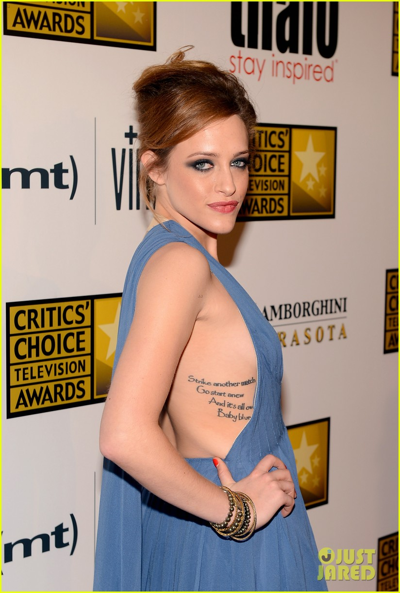 melissa rauch carly chaikin critics choice tv awards 2013 06