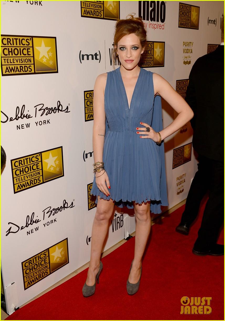 melissa rauch carly chaikin critics choice tv awards 2013 072888718