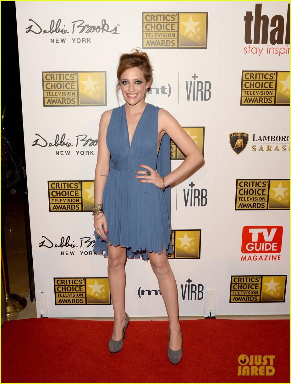 melissa rauch carly chaikin critics choice tv awards 2013 102888721
