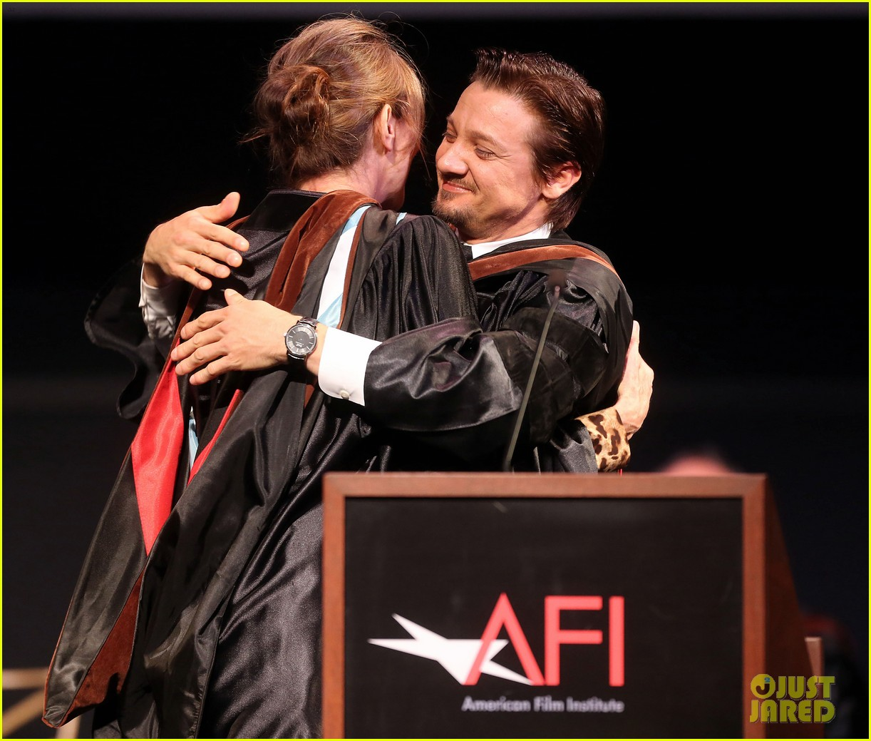 jeremy renner afi conservatory commencement ceremony 042890357