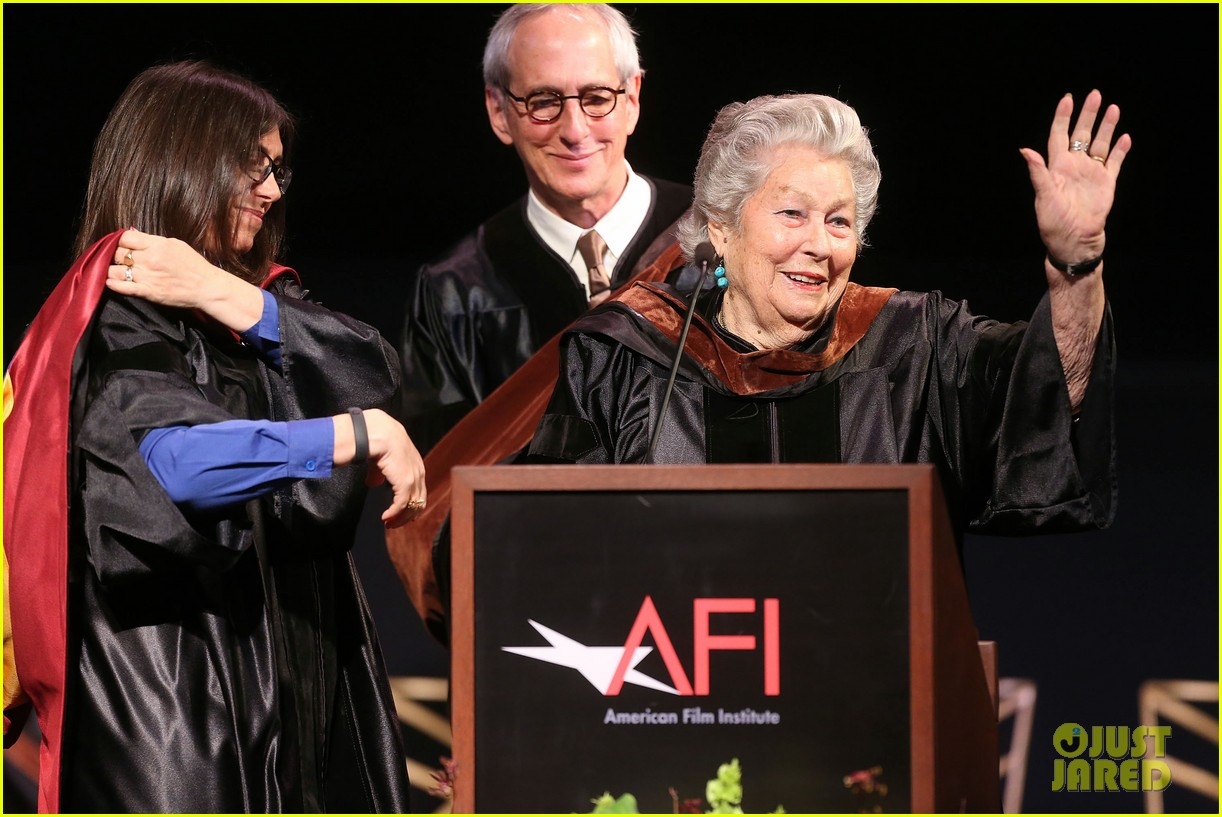 jeremy renner afi conservatory commencement ceremony 112890364