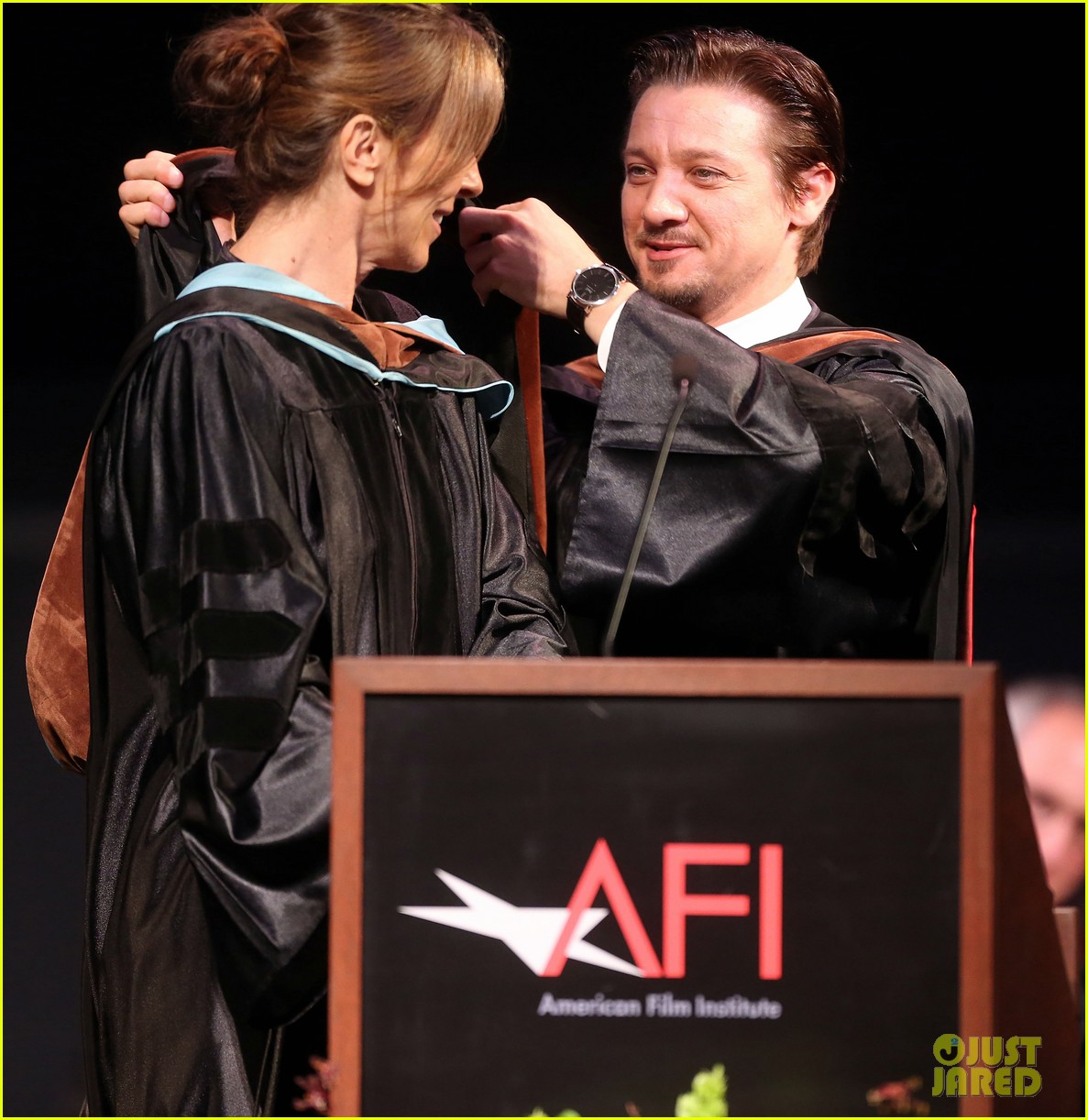 jeremy renner afi conservatory commencement ceremony 122890365