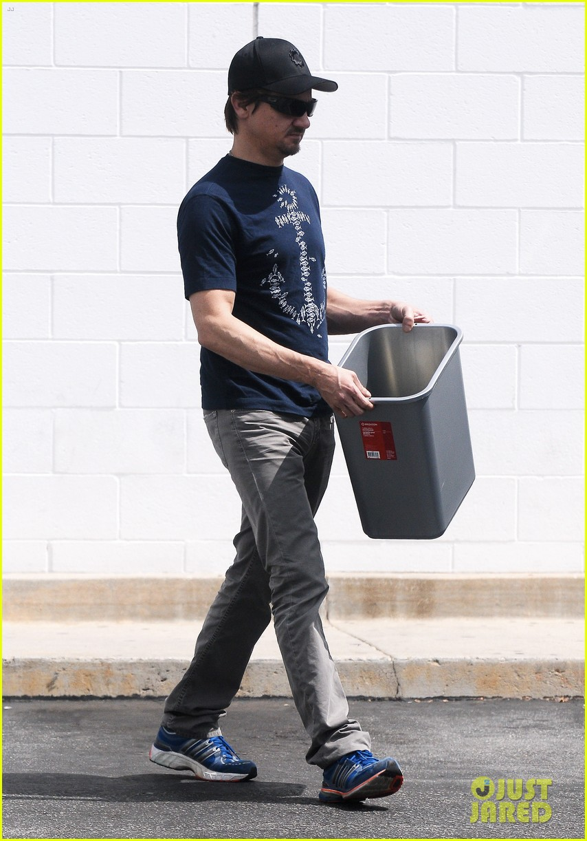 jeremy renner picks up office supplies take out food 01