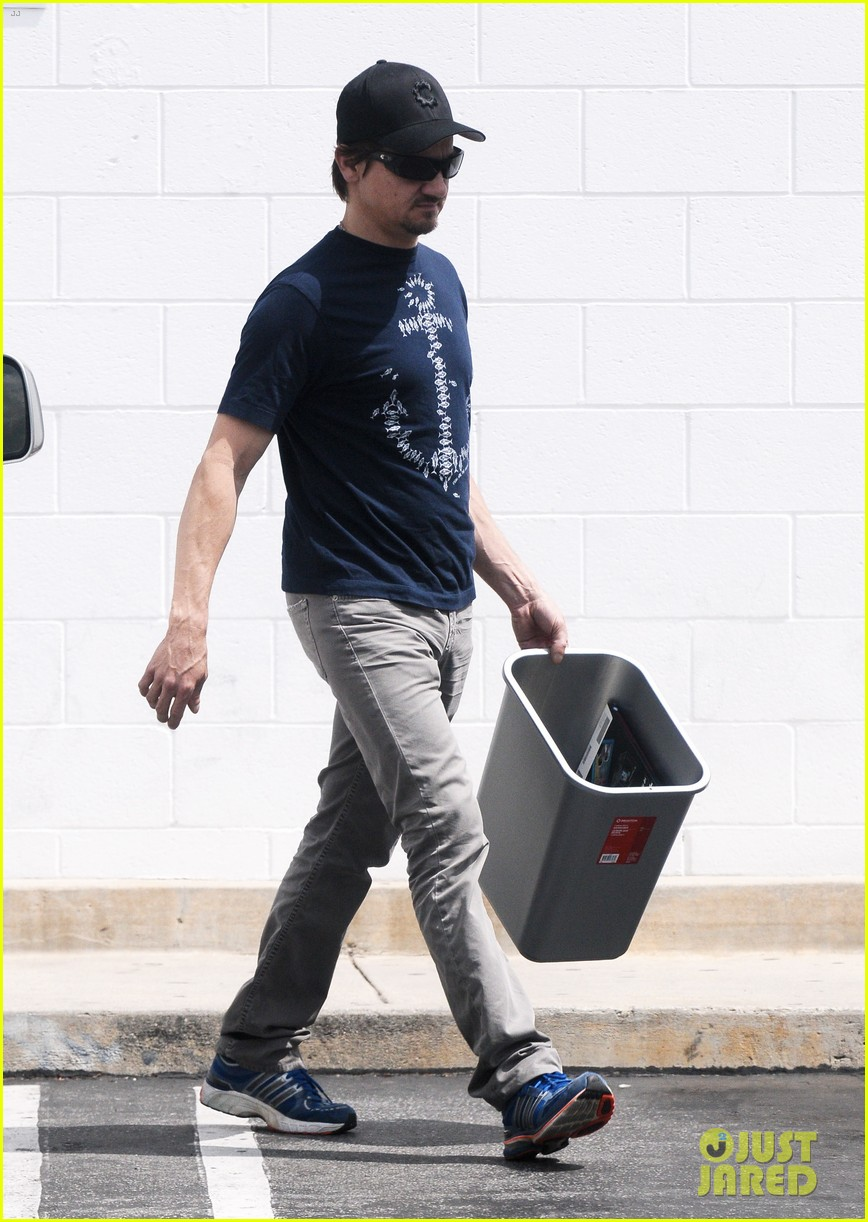 jeremy renner picks up office supplies take out food 12