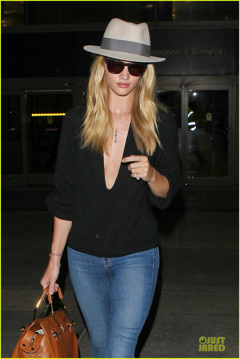 rosie huntington whiteley new face of modelco 042881859