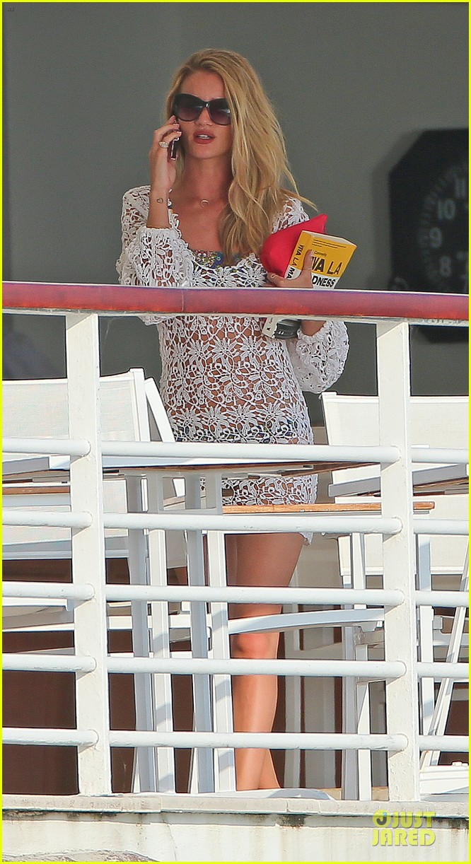 rosie huntington whiteley jason statham viva la madness bikini reading 112890057