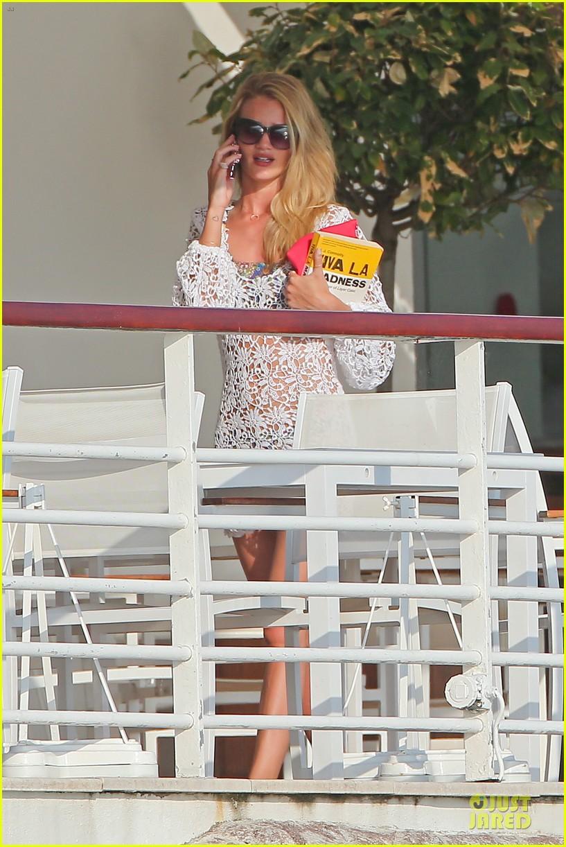rosie huntington whiteley jason statham viva la madness bikini reading 142890060