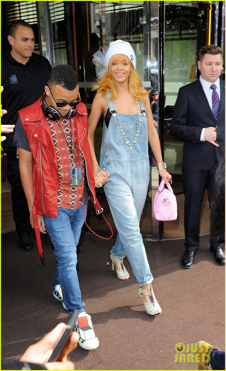 rihanna leaves hotel hand in hand with brother rajad 012892959