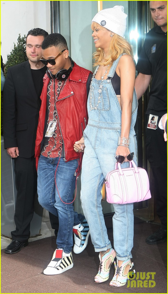 rihanna leaves hotel hand in hand with brother rajad 032892961