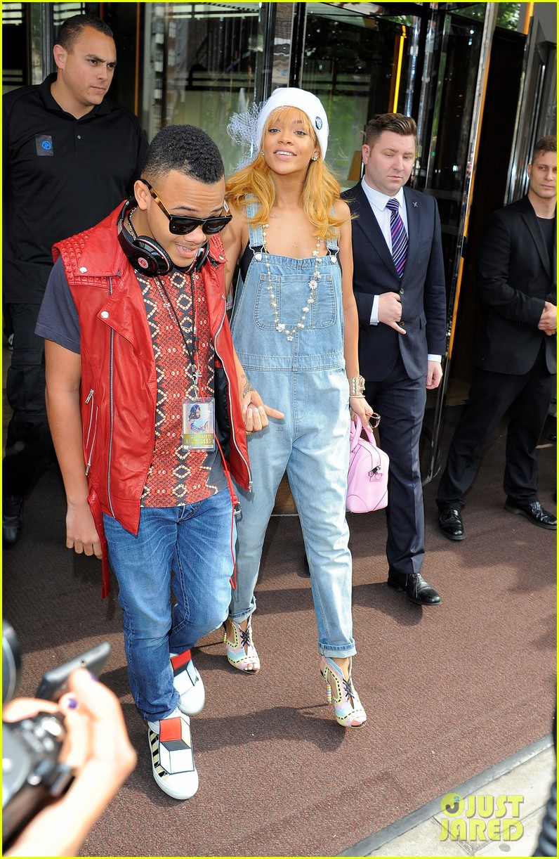rihanna leaves hotel hand in hand with brother rajad 052892963