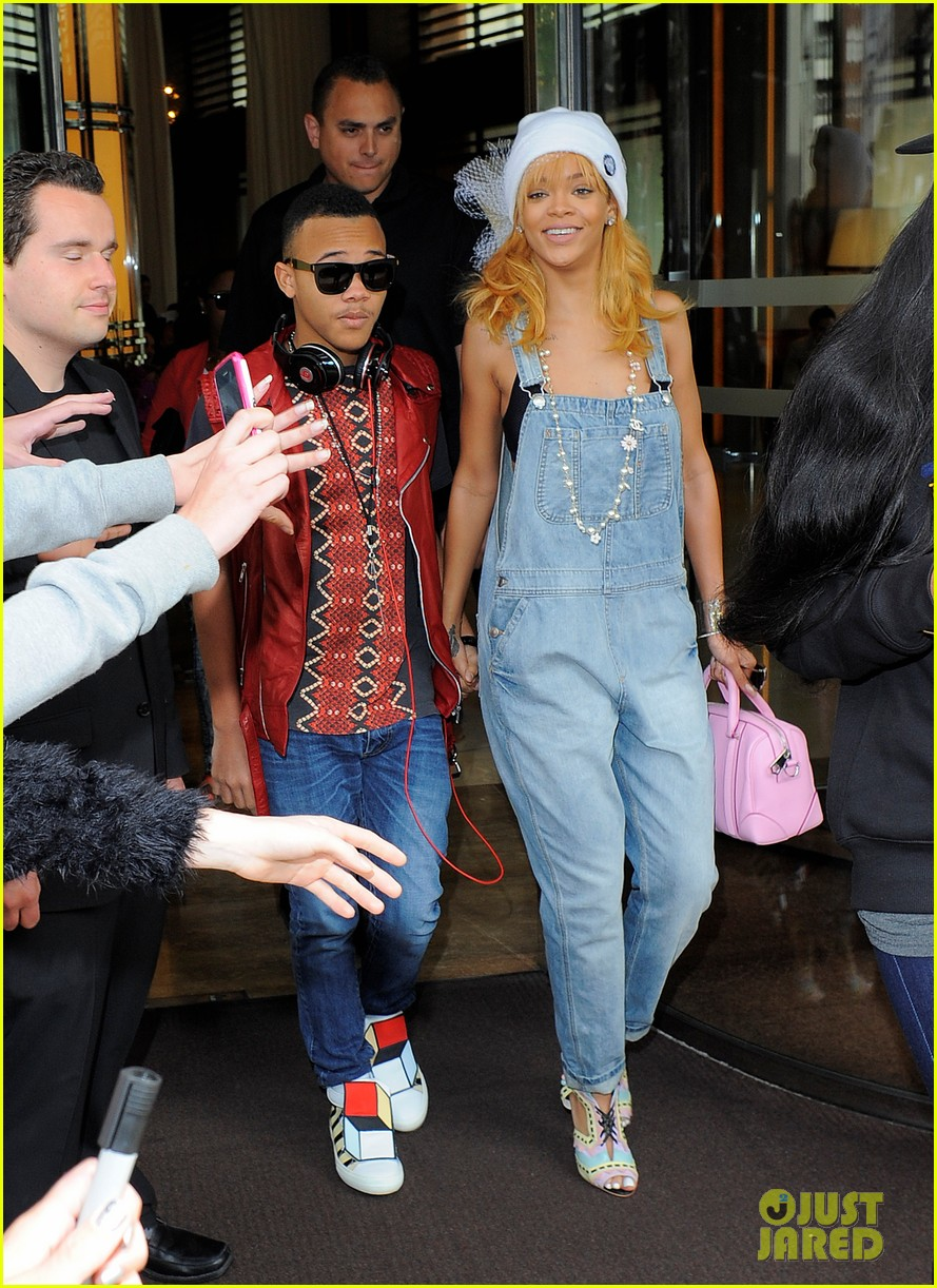 rihanna leaves hotel hand in hand with brother rajad 06