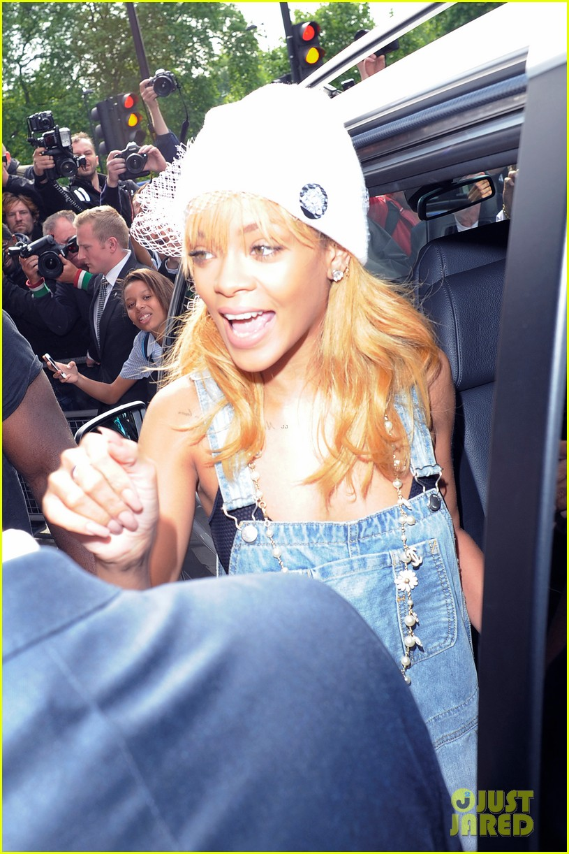 rihanna leaves hotel hand in hand with brother rajad 092892967