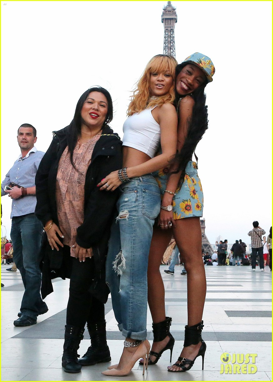 c356d60935dc0 Rihanna  Eiffel Tower Photos with BFFs Melissa   Jennifer!  Photo ...