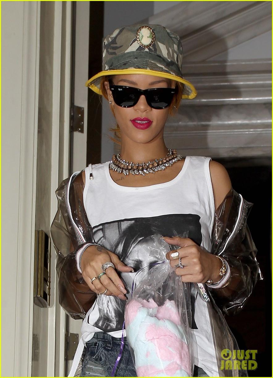 rihanna wears kate moss tank top in london 042898807