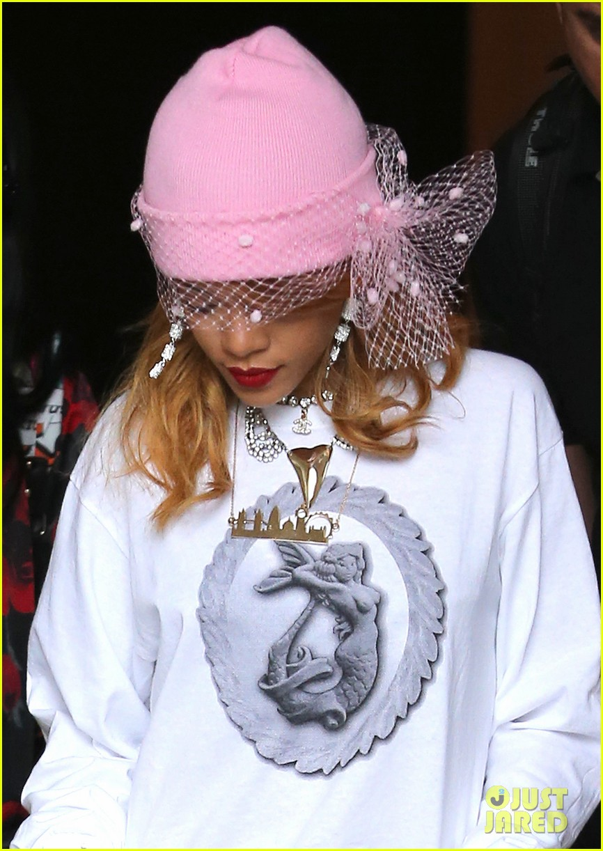rihanna pink veiled beanie hat in amsterdam 042896571