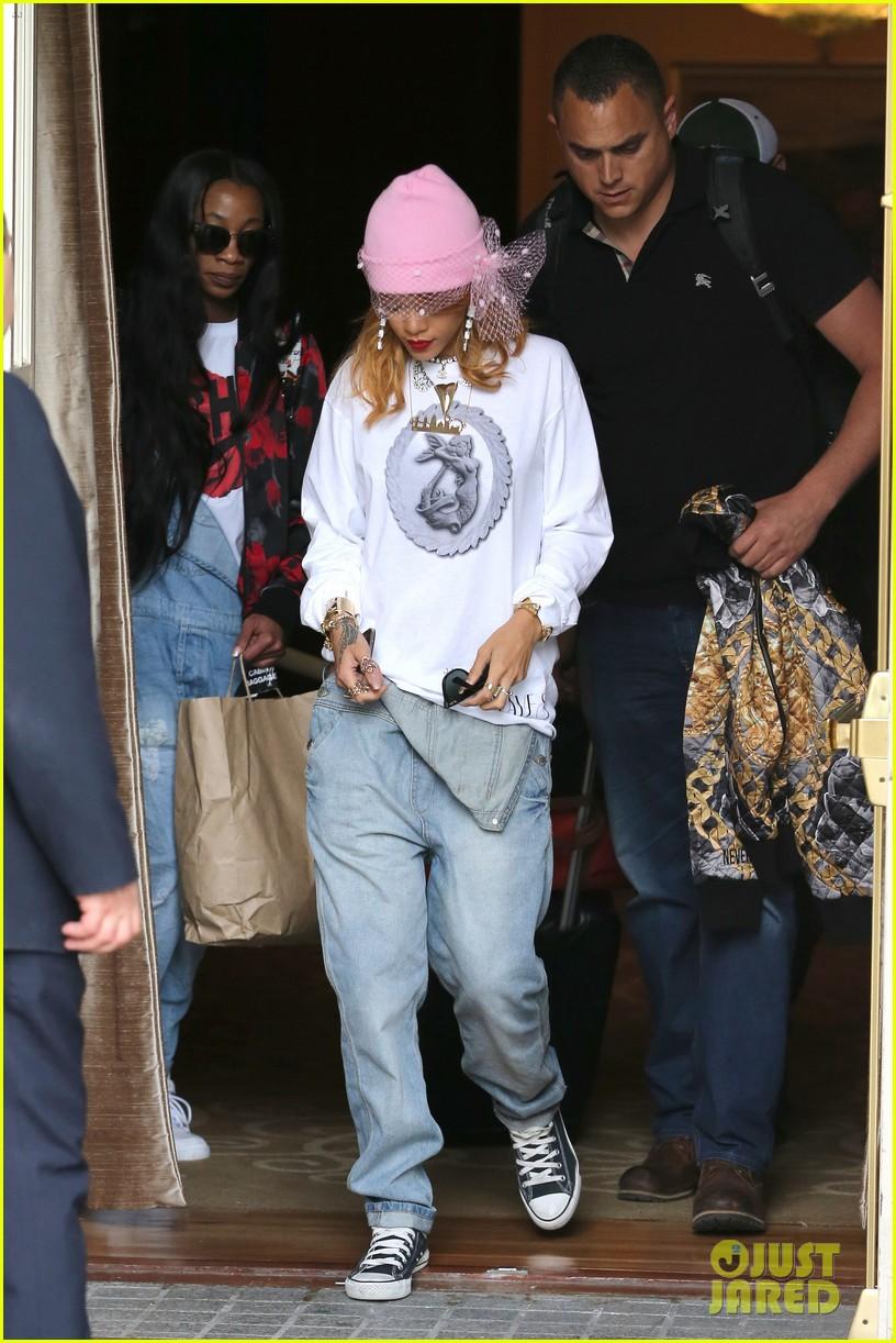 rihanna pink veiled beanie hat in amsterdam 082896575