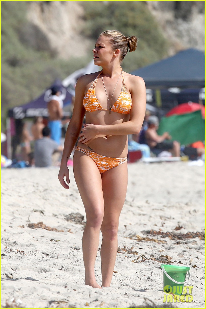 leann rimes bikini beach trip for eddie cibrian 40th bday 01