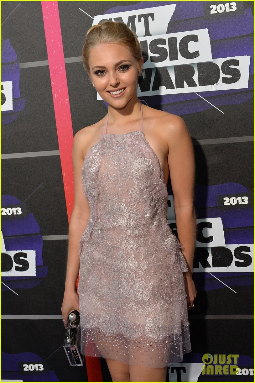 annasophia robb cmt music awards 2013 red carpet 062885296