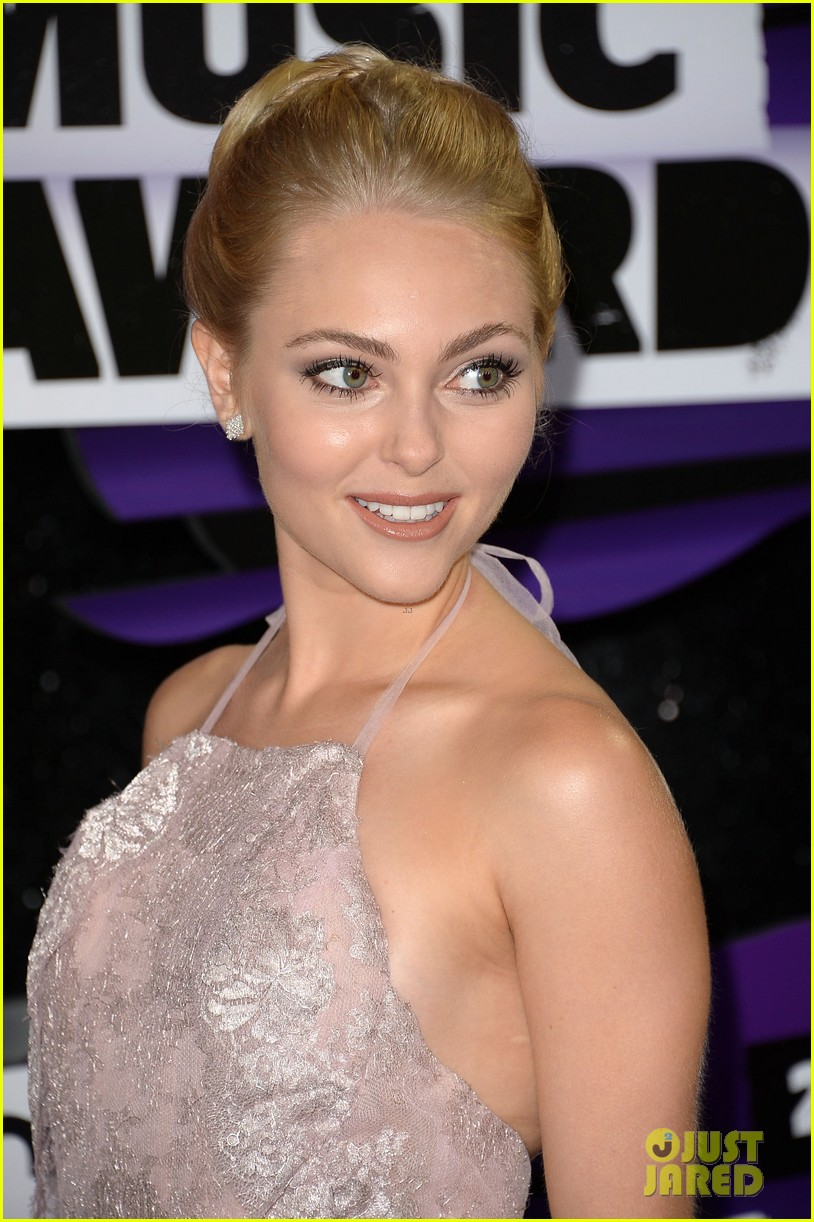 annasophia robb cmt music awards 2013 red carpet 102885300