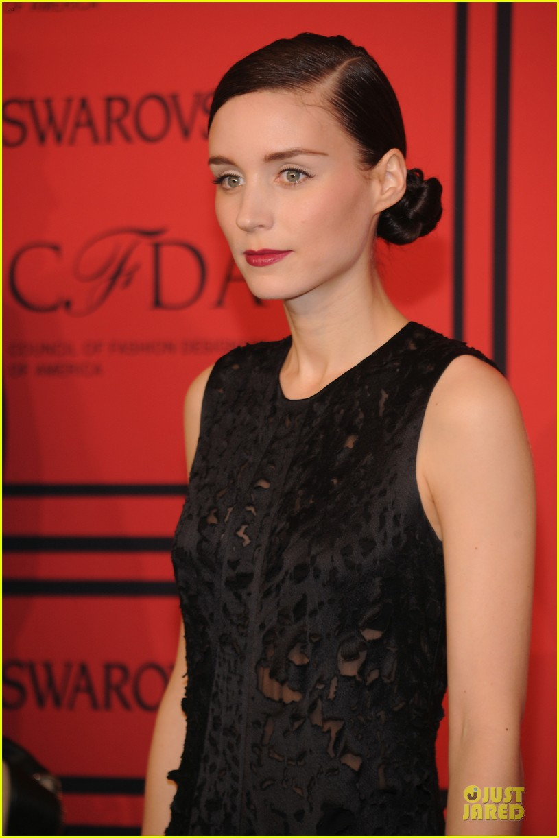 rooney kate mara cfda fashion awards 2013 red carpet 02
