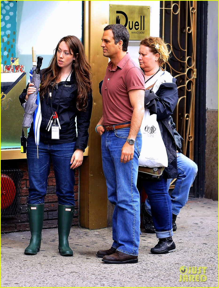 ryan murphy logan visit mark ruffalo cast on normal heart set 022891162