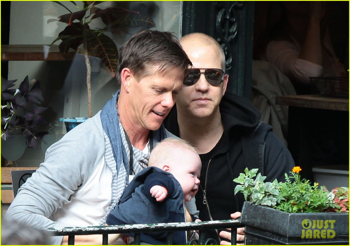 ryan murphy logan visit mark ruffalo cast on normal heart set 042891164