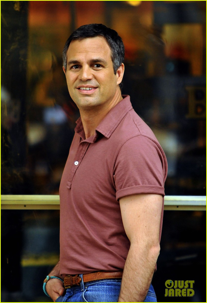 ryan murphy logan visit mark ruffalo cast on normal heart set 062891166