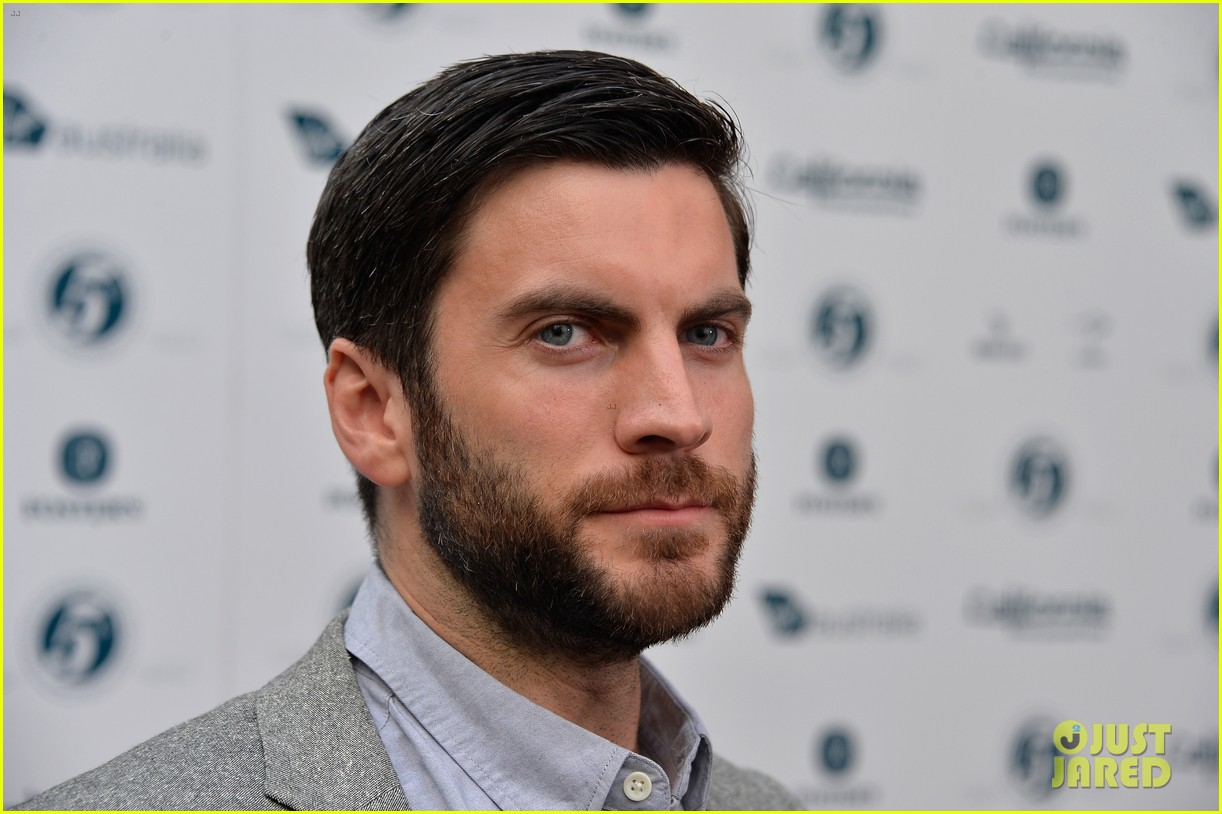 xavier samuel wes bentley heath ledger scholarship event 11