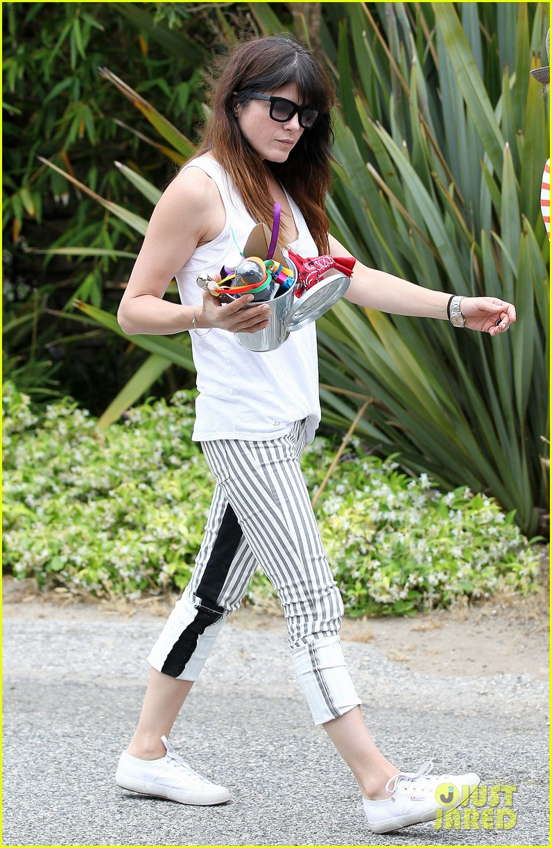 sandra bullock selma blair birthday party with the boys 03