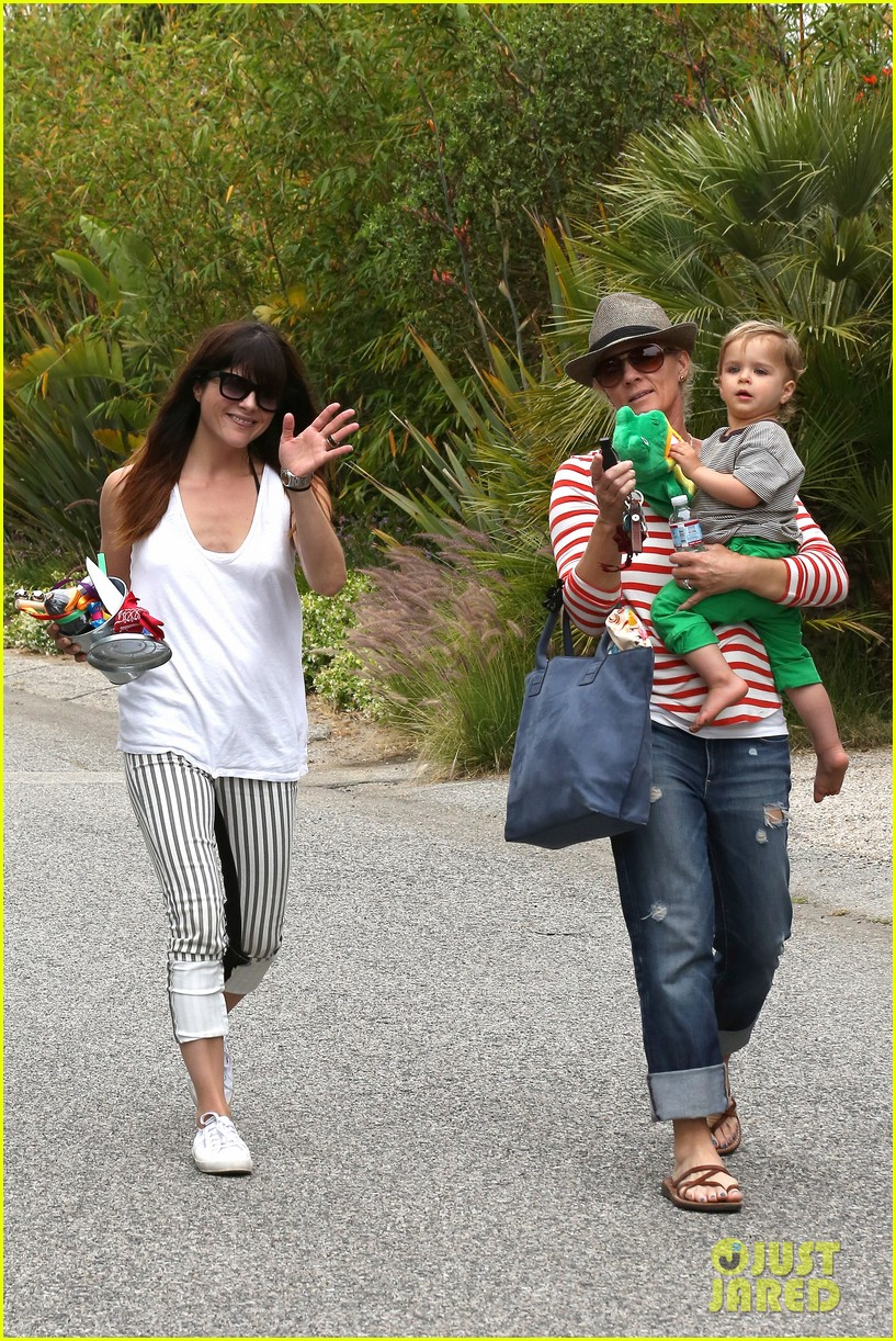 sandra bullock selma blair birthday party with the boys 212883112