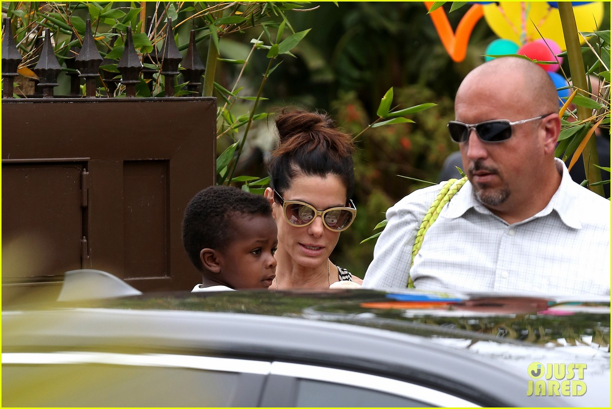 sandra bullock selma blair birthday party with the boys 242883115
