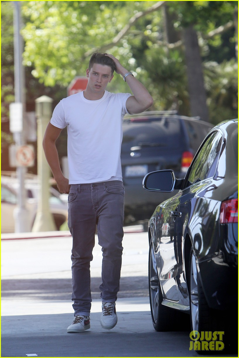 patrick schwarzenegger runs errands before kansas city trip 01