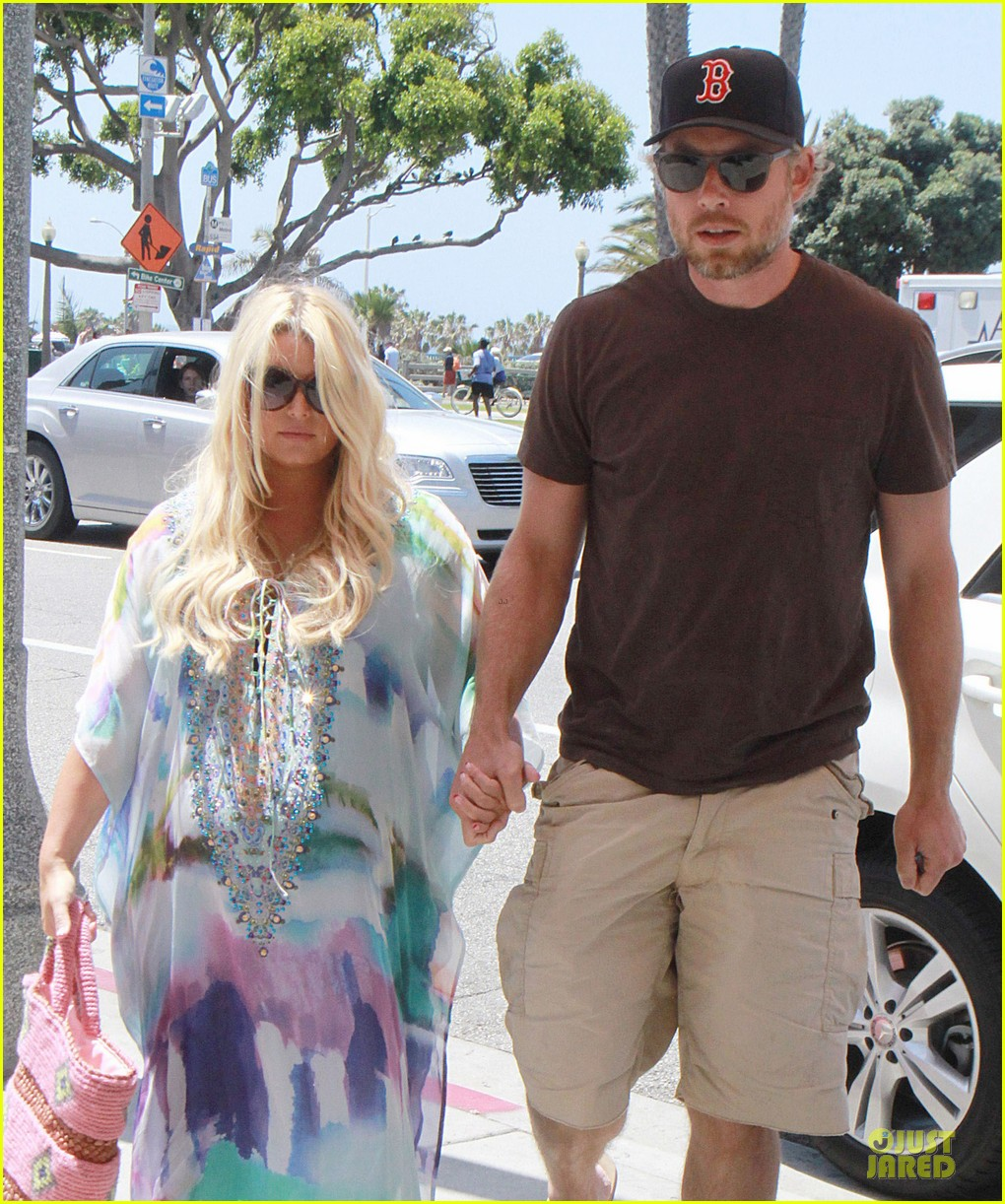 jessica simpson eric johnson hold hands for maxwell less lunch 022896292