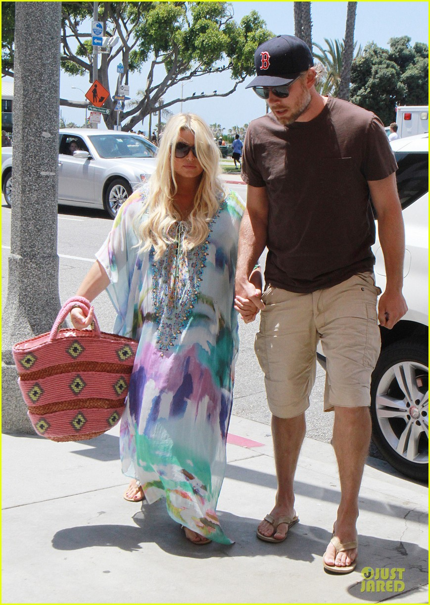 jessica simpson eric johnson hold hands for maxwell less lunch 032896293