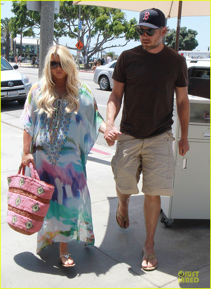 jessica simpson eric johnson hold hands for maxwell less lunch 052896295
