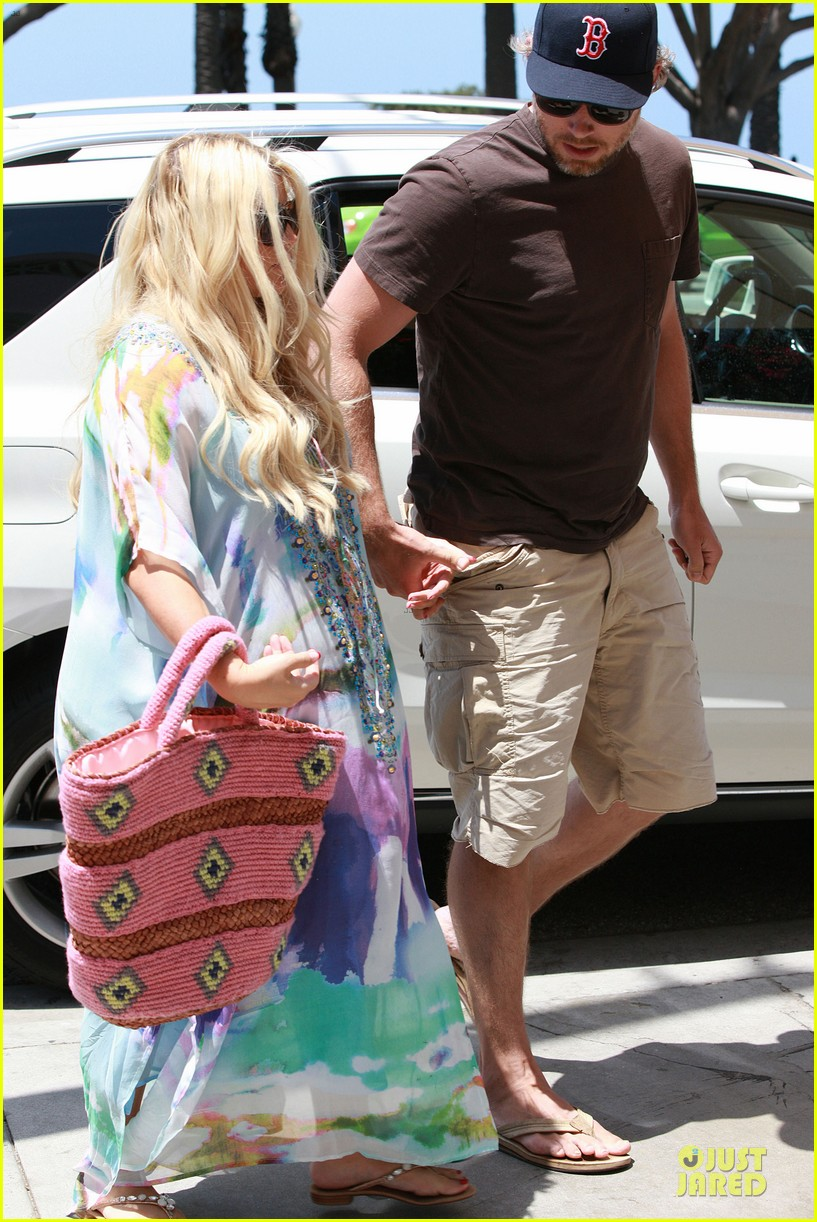 jessica simpson eric johnson hold hands for maxwell less lunch 092896299