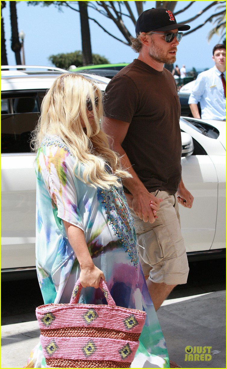 jessica simpson eric johnson hold hands for maxwell less lunch 102896300