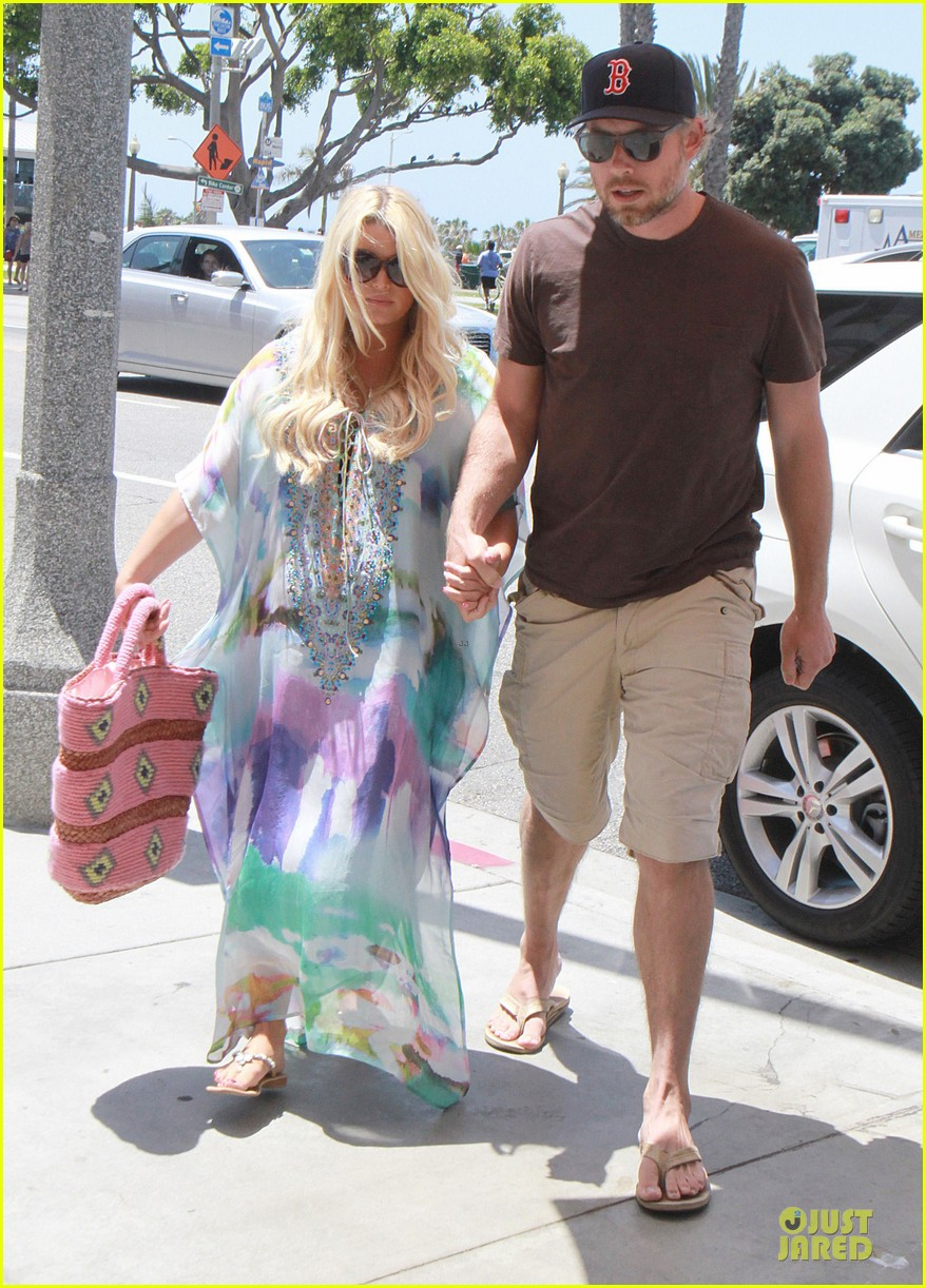 jessica simpson eric johnson hold hands for maxwell less lunch 132896303