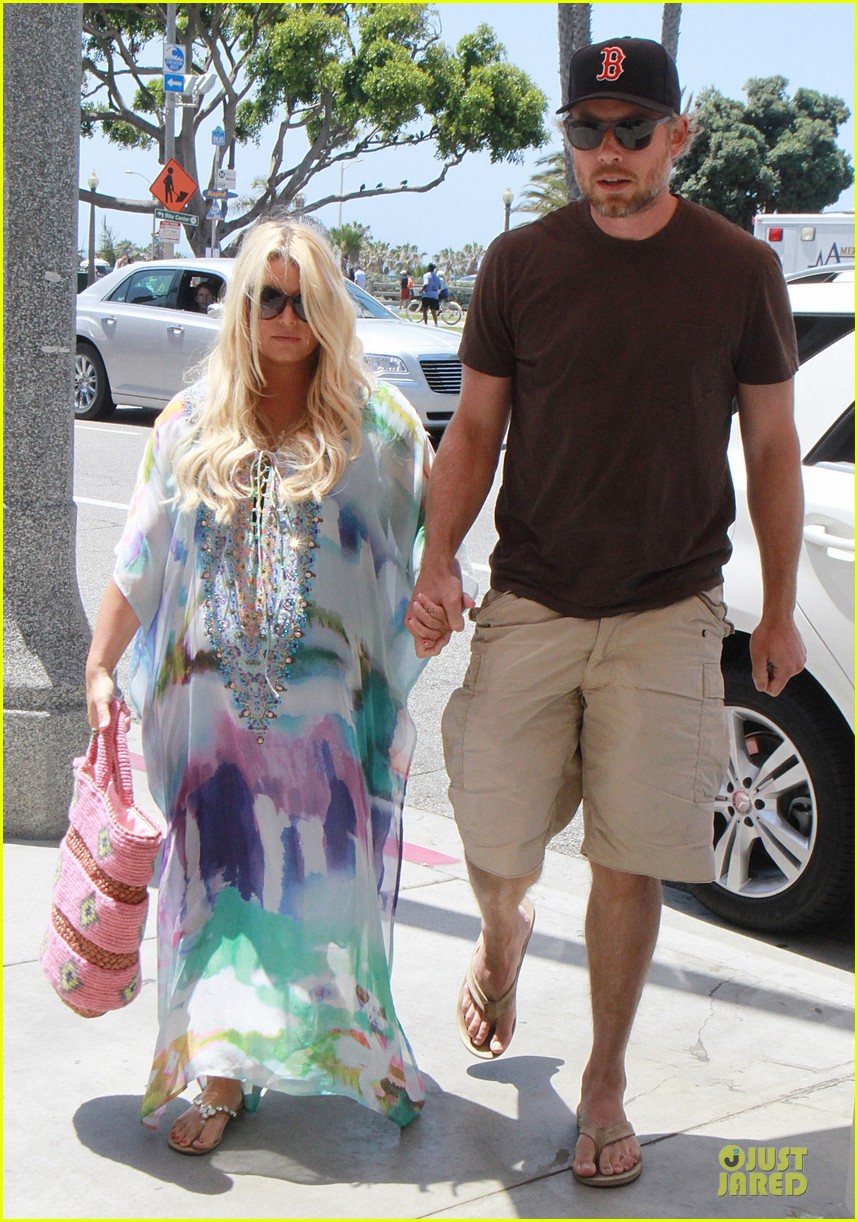 jessica simpson eric johnson hold hands for maxwell less lunch 142896304