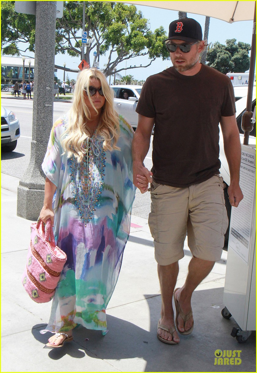 jessica simpson eric johnson hold hands for maxwell less lunch 152896305