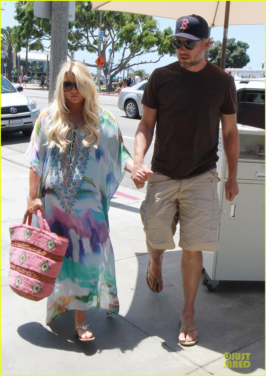 jessica simpson eric johnson hold hands for maxwell less lunch 162896306
